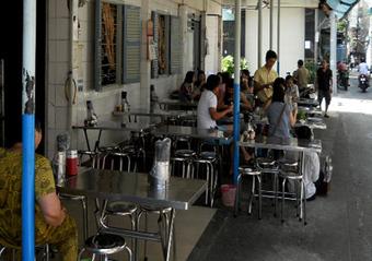 Le restaurant Banh Xeo Dinh Cong Trang à Saigon | Voyage au coeur du Vietnam | Scoop.it