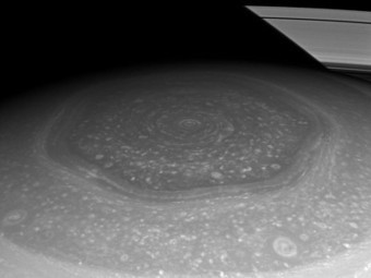 Saturn's north pole is a giant hexagon | liquid landscape | Scoop.it