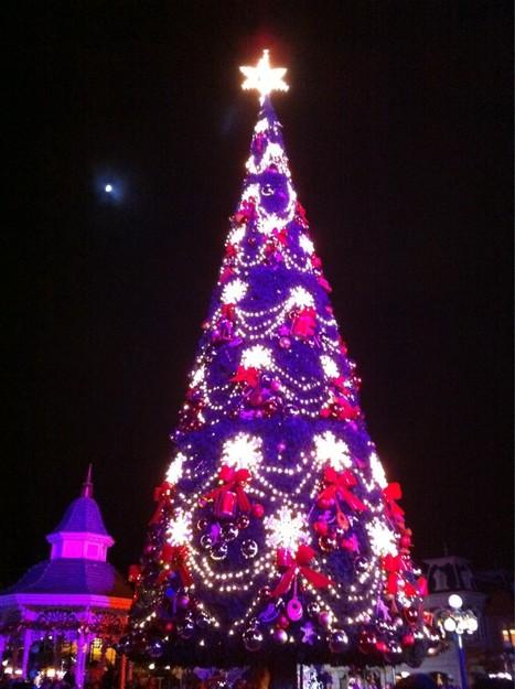 Tony Parker a officiellement lancé la saison de Noël a Disneyland Paris lors de l'illumination du sapin! http://yfrog.com/nyg4iyzj   Disneyland Paris   Scoop.it
