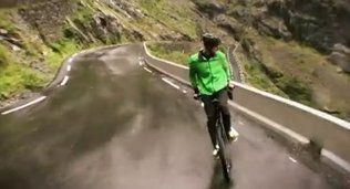 Just a video of a guy riding a bike backward downhill - U-T San Diego | Vélo - bike | Scoop.it