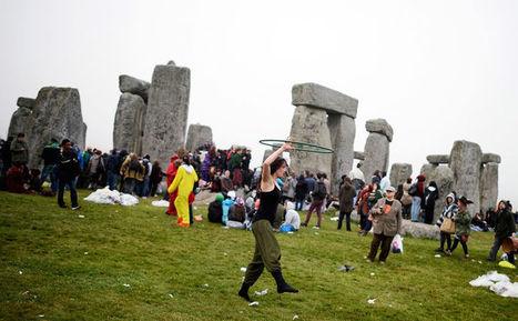 """Solstice d'été : les""""païens"""" fêtards de Stonehenge - Le Monde   Mégalithismes   Scoop.it"""