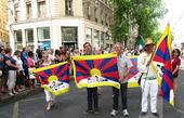 Fêtes consulaires : le drapeau du Tibet s'invite au défilé des ... - LYFtv-Lyon | Tibet and Tibetans | Scoop.it