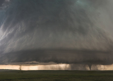 Photographer Captures Twin Tornados Under a Huge Supercell Storm Cloud | photo@planet5D | Scoop.it