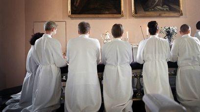 Kirkon paradoksi: nuorten kokemukset rippikoulusta myönteisiä, silti erotaan | Kirkonmäellä | Scoop.it