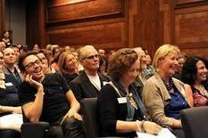 Want to Wow Your Audience? 5 Tips on How to Incorporate Storytelling Into Your Presentations | Small Business Forum | How to find and tell your story | Scoop.it