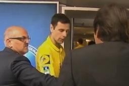 Vidéo Leonardo bouscule l'arbitre à la fin du match PSG - Valenciennes - Vidéo Sport - Look Ma Video.fr   Buzz, humour et vidéos drôles   Scoop.it