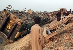 13 killed, over 150 injured after train derails in Pakistan | Railway's derailments and accidents | Scoop.it