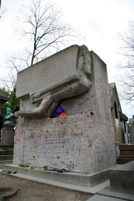 Oscar Wilde's Tomb Protected from Dangerous Kisses | Strange days indeed... | Scoop.it
