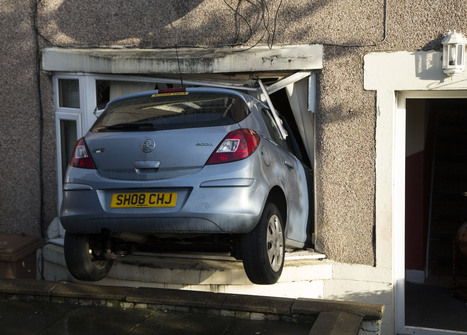 Driver unhurt after crashing through house window | Today's Edinburgh News | Scoop.it