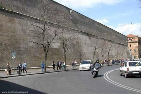 PHOTOS: Pope calls for US to embrace illegals — maintains massive wall around Vatican | Xposing Government Corruption in all it's forms | Scoop.it