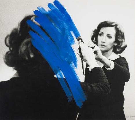 Helena Almeida CORPUS, sa photographie incarne ses dessins et ses peintures   Arts & photographie   Scoop.it