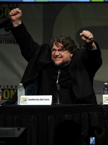 Comic-Con 2012: Del Toro's 'Pacific Rim' Wows With Giant Robots Vs. Monsters | Tracking Transmedia | Scoop.it