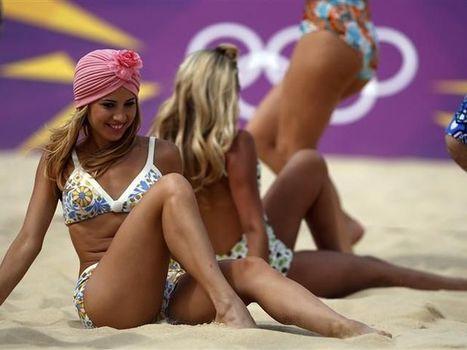 Cheerleaders agitam a torcida no Horse Guards Parade como Garotas Pin Ups.   Garota Pin-Up   Scoop.it
