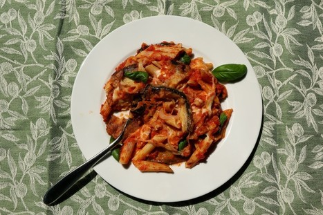 Pasta and aubergine bake with tomato sauce and mozzarella. | Le Marche and Food | Scoop.it