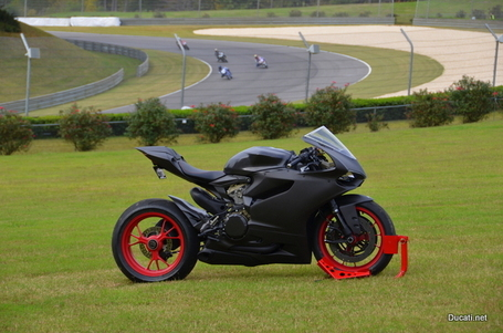 SHOWSTOPPER – 1199 Panigale All Carbon Custom | Ducati.net | Desmopro News | Scoop.it