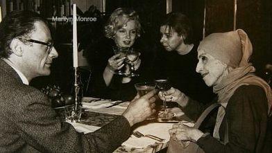 Marilyn cuchichea con Carson ♥ - Revista Ruleta China | Facebook | ruleta china | Scoop.it