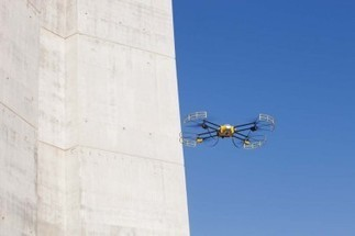 Surprises du BTP : un drone pour ausculter le viaduc de Millau - Innovation chantiers - LeMoniteur.fr | Robotique de service | Scoop.it