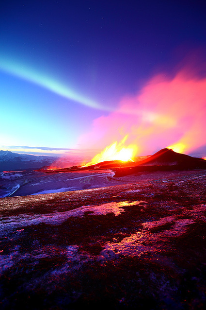 Mesmerizing Photographs Of A Volcano Erupting In Iceland | Geography | Scoop.it