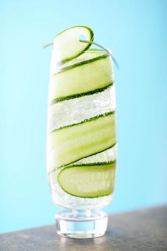 10 benefici dell'acqua al cetriolo: scoprite questa bevanda cosa può fare! | Medic | Scoop.it