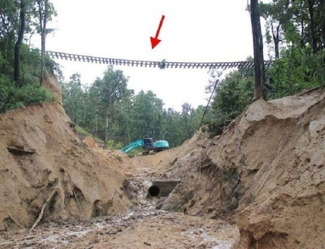 Photos of the sinkhole disrupting the northern rail line. | Thailand Floods (#ThaiFloodEng) | Scoop.it
