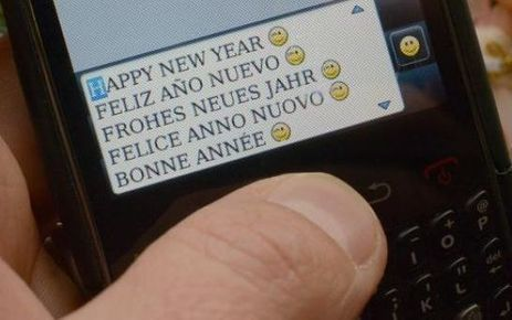 Nouvel An: 300 millions de SMS et MMS échangés entre 21h00 et 2h00 | Moto Emotion... | Scoop.it