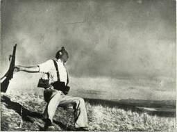 #294 ❘ Mort d'un milicien ❘ 5 septembre 1936 ❘ Robert CAPA | Enseigner le français au secondaire | Scoop.it