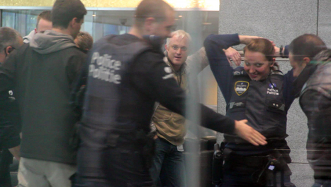Policia identificado como golpeador de la joven indignada griega en el banco Dexia, Bruselas AQUI #marchabruselas #walktobrussels #agorabxl | The Marches to Brussels | Scoop.it