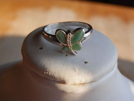 VTG. STERLING SILVER LIME GREEN JADE? BUTTERFLY RING SIZE 9 | Beauty Scoop | Scoop.it