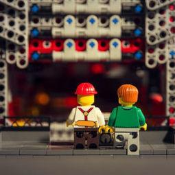 Legomaschine produziert vollautomatisch Papierwürfel | Informatik & Robotik in der Schule | Scoop.it