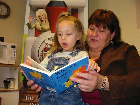 Dolly giving native kids books - Winnipeg Free Press | AboriginalLinks LiensAutochtones | Scoop.it