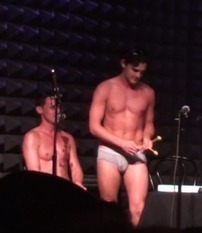 """Video: """"Smash"""" Stud Wesley Taylor Covers Robyn, Carly Rae Jepsen In His Underwear 