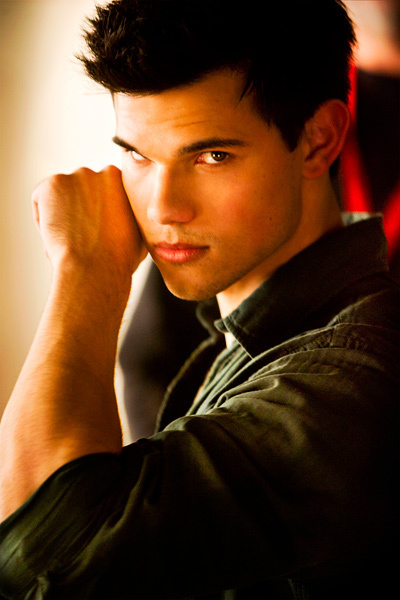 New 'Breaking Dawn' Stills: Taylor Lautner Gets His 'Twilight' Close-Up - MTV.com | The Twilight Saga | Scoop.it