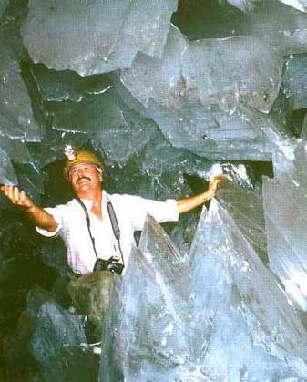 Crystal Cave of the Giants - The Largest Salt Crystals on Earth | Amazing Science | Scoop.it