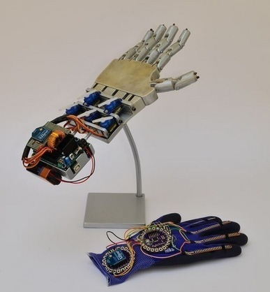 Arduino Blog » Blog Archive » Wireless Controlled Robotic Hand made with Arduino Lilypad | Arduino, Netduino, Rasperry Pi! | Scoop.it