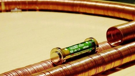 """▶ World's simplest electric train 2 【世界一簡単な構造の電車 2】""""outside"""" - YouTube 