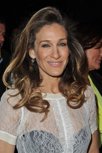 Sarah Jessica Parker Opts for Big Hair at Louis Vuitton Fashion Show - StyleBistro | Ultratress | Scoop.it
