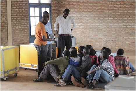 Thinking Outside the Box Brings Cinema and Community Libraries to Refugees | SocialLibrary | Scoop.it