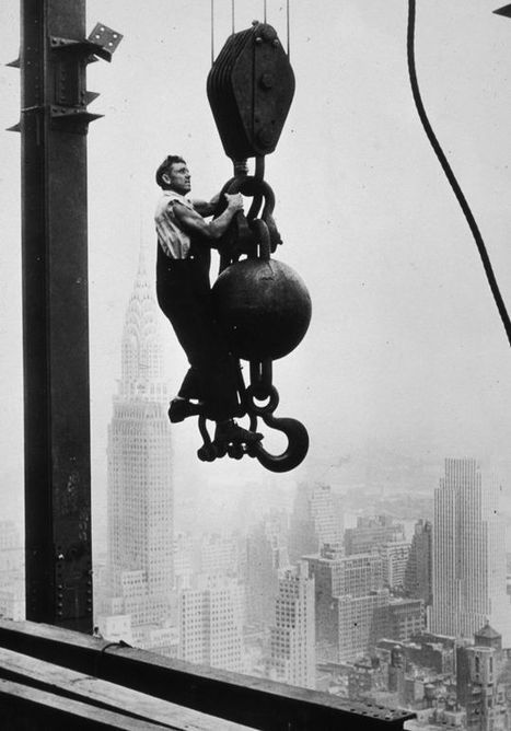 Death-Defying Photos Of Skyscraper Construction Workers Goofing Around | Strange days indeed... | Scoop.it