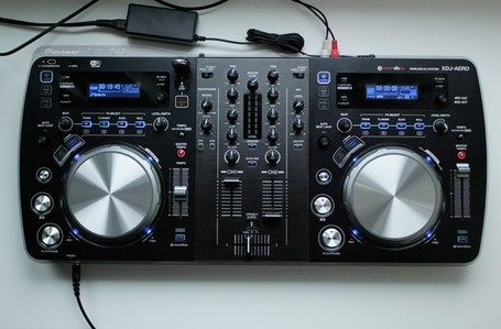 Pioneer XDJ-Aero review: a DJ controller that loves music, hates physical formats | DJing | Scoop.it
