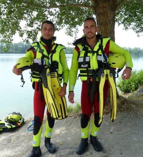 Deux pompiers en formation  pour le sauvetage aquatique   Sapeurs-pompiers de France   Scoop.it