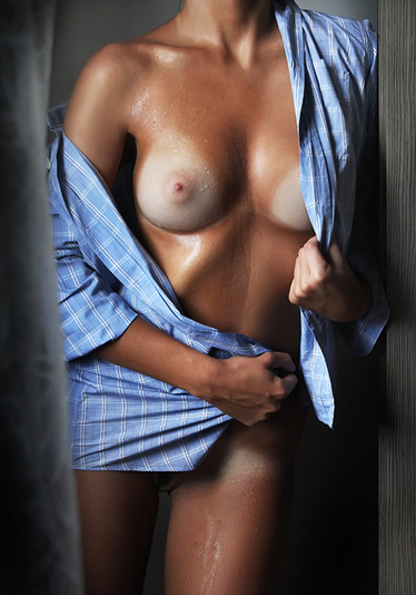 nichotina:© Photo: Nicola De Luigi | Busty Boobs Babes | Scoop.it