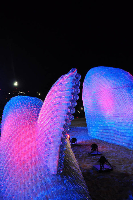 Eco art installation Mega Fishes on the beach in Brazil | Vulbus Incognita Magazine | Scoop.it