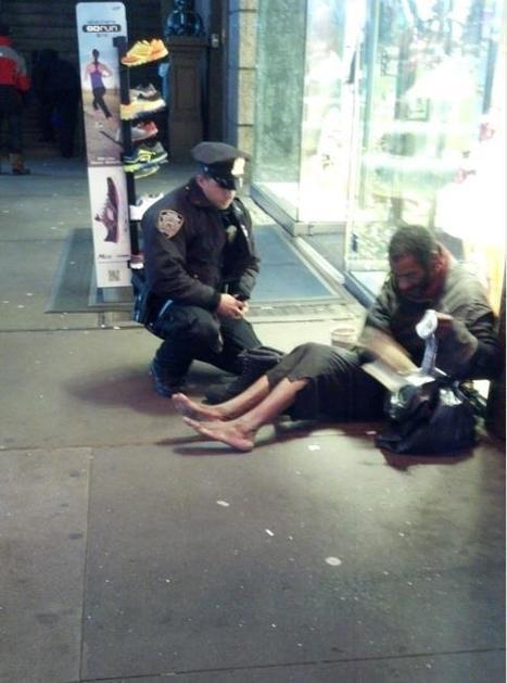 ÉTRENNES – Le SDF de New York remercie le policier, mais préfère rester pieds nus | Un peu de tout et de rien ... | Scoop.it