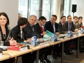Le Gouvernement présente la feuille de route pour le numérique | Cabinet de curiosités numériques | Scoop.it
