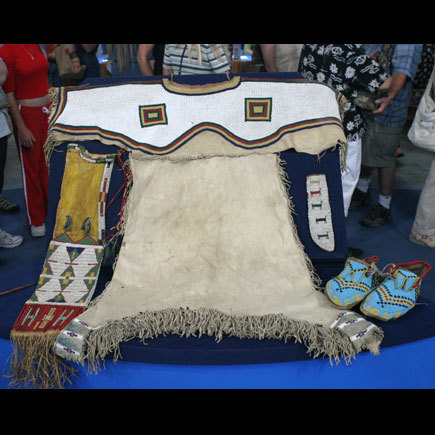 Late 19th-Century American Indian Clothing on Antiques Roadshow | English III-American Studies | Scoop.it