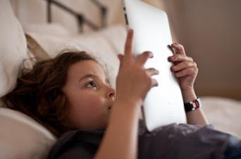 Lecture numérique, le retour aux livres pour les jeunes ? | Numérique & Jeunesse | Scoop.it