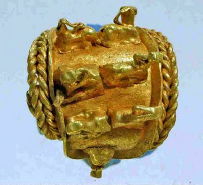 Ancient jewelry found in 3000-year-old vessel | A Blog About History ... | e-books kindle | Scoop.it