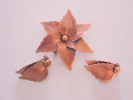 Copper Floral Demi Parure Brooch & Earrings / Textured / Clip /  Mid Century Vintage Jewelry | Jewelry | Scoop.it