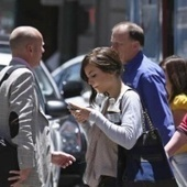 Science confirms walking while texting makes people dangerous and annoying - Digital Trends   Teaching Teens   Scoop.it