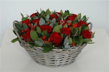 Flower arrangement with roses | Flower Arrangements | Scoop.it